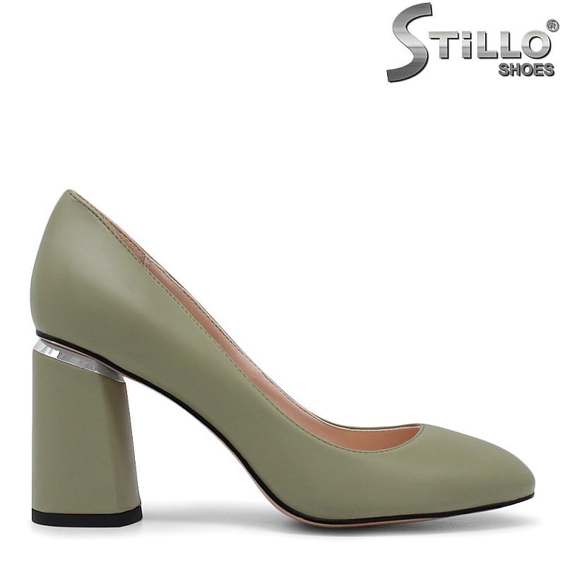 Зелени дамски обувки на дебел ток - 35409