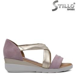 Дамски сандали на средна платформа - 33039