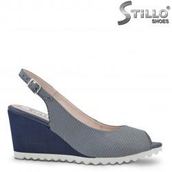 26885 - Дамски сандали на синьо-бяло райе