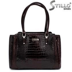Дамска чанта от кафяв кроко лак - 34136