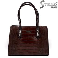 Кафява дамска чанта с метални украшения - 34137