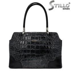 Сиво-черна дамска чанта с кроко щампа - 34139