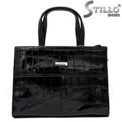 Дамска чанта от черен лак - 34148