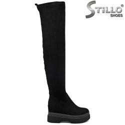 Дамски чизми от еластичен велур с капси отзад - 34170