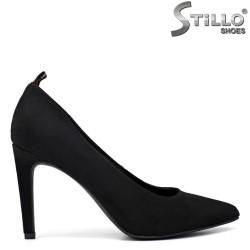 Остри велурени обувки на тънко токче - 34208