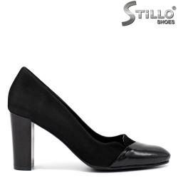 Обувки на висок ток в черен велур - 34281