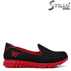 Удобни спортни обувки в черно и червено - 34285