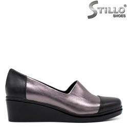 Обувки на платформа в черно и бронзово - 34293
