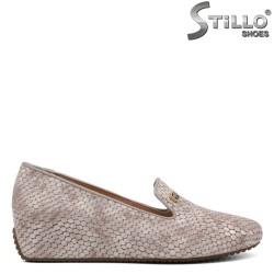 Дамски обувки на клин ток със змиийска щампа - 34298