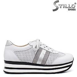 Обувки на платформа с връзки - 34308