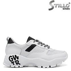 Дамски маратонки в бяло и черно - 34357