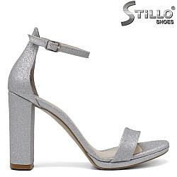 Абитуриентски сандали в сребърен брокат - 34359