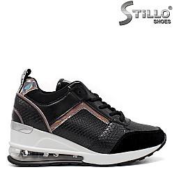 Обувки на платформа със змийски принт - 34376