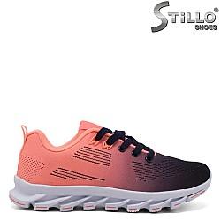 Спортни обувки с връзки в коралово и синьо - 34379