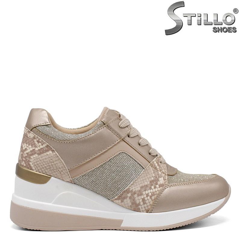 Бежови обувки на платформа със змийски принт - 34381