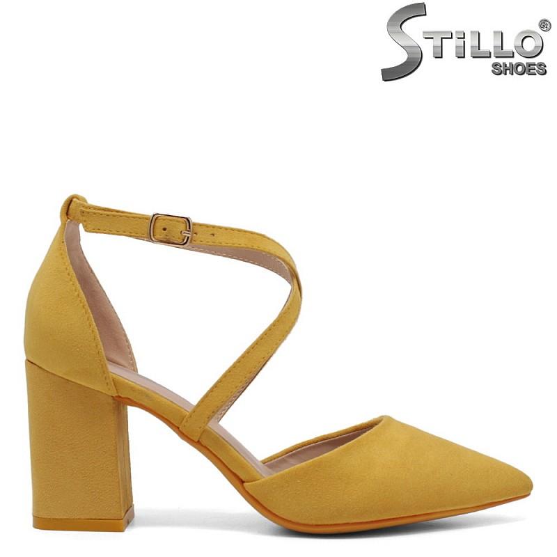 Жълти велурени обувки на висок широк ток - 34387
