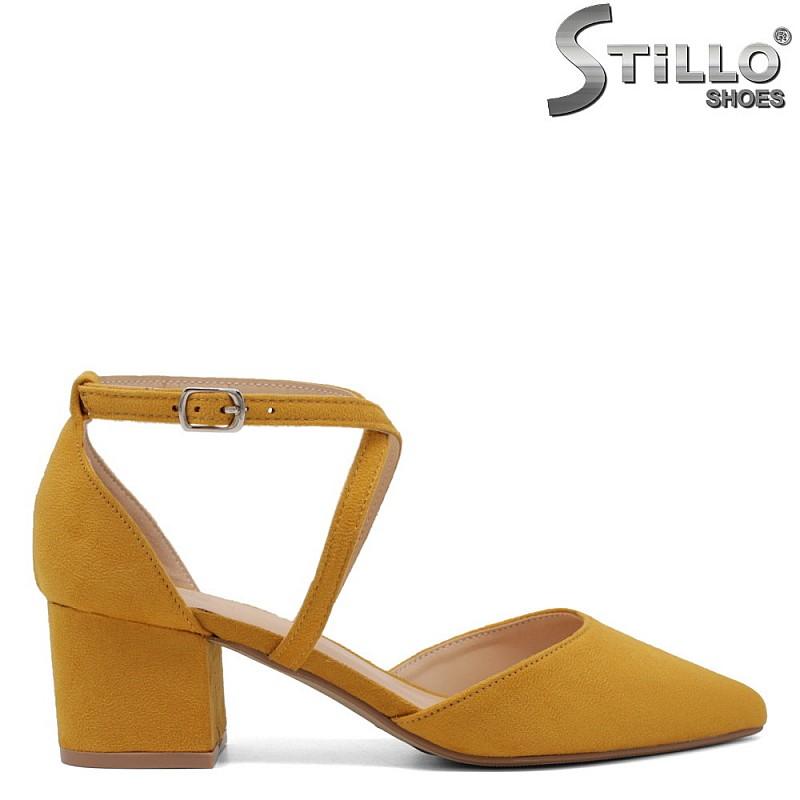 Велурени жълти обувки на ток - 34404
