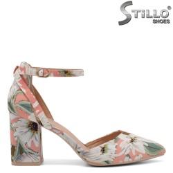Пролетни обувки с флорални мотиви на ток - 34405