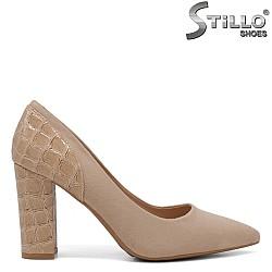 Велурени бежови обувки на ток - 34408