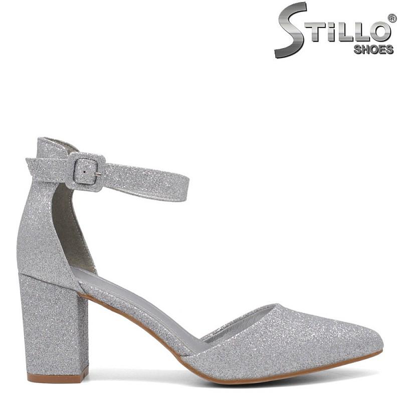 Сребристи обувки на висок ток - 34414