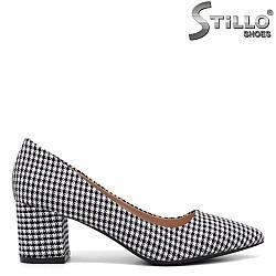 Пепитени обувки на среден ток - 34416