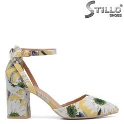 Дамски обувки на цветя с висок ток - 34417