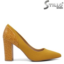 Обувки в цвят горчица на ток с кроко десен - 34421