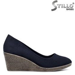 Сини велурени обувки на средна платформа - 34436