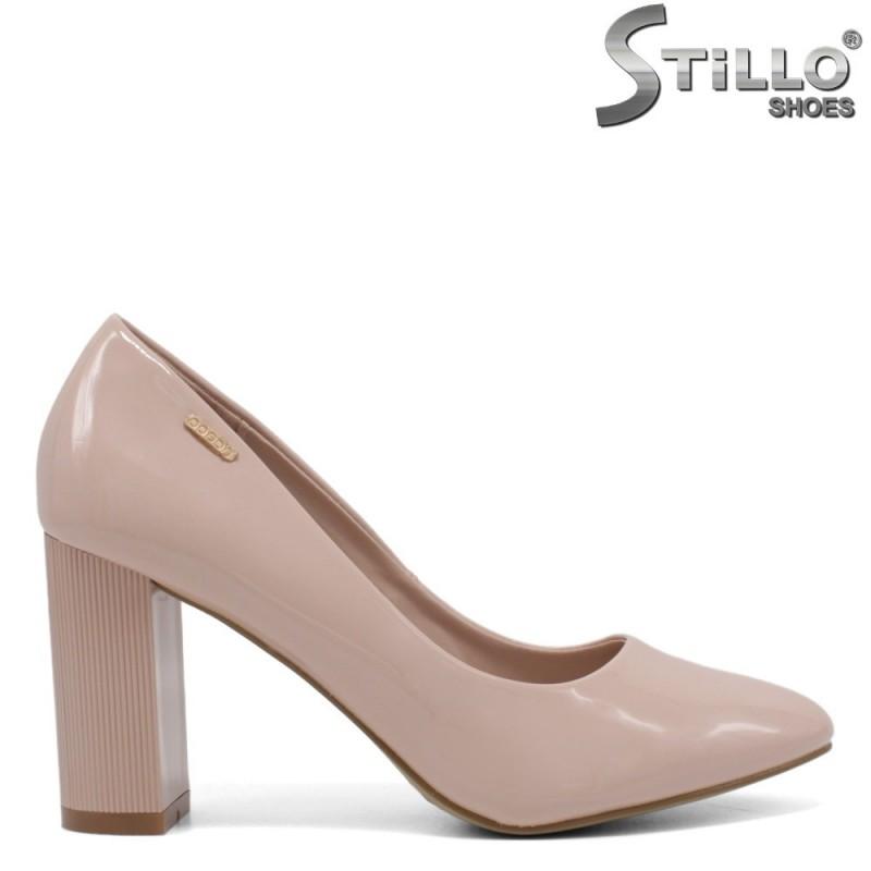 Дамски обувки от розов лак на висок широк ток - 34437
