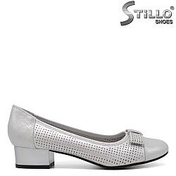 Обувки на нисък ток в перлено сиво - 34441