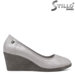 Перфорирани обувки на платформа - 34443
