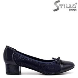 Обувки на ниско токче в син щампиран велур - 34445