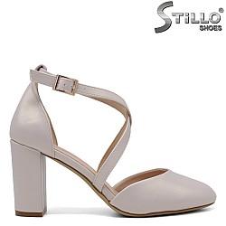 Обувки със затворена пета и пръсти в перлено бежово - 34456