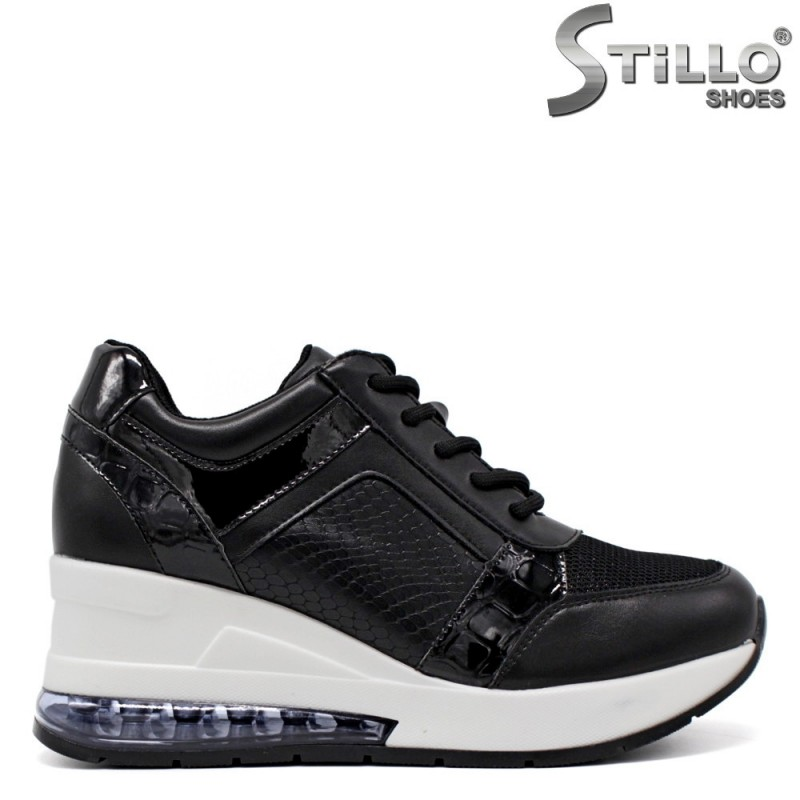 Спортни обувки на платформа в черен кроко лак и кожа - 34468