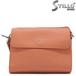 Свежа дамска чанта в цвят праскова - 34477