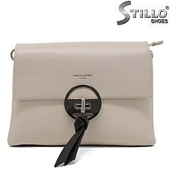 Кокетна бежова чантичка с метално закопчаване - 34490