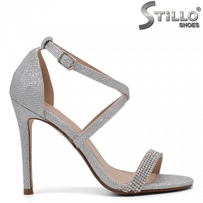 Елегантни сандали с камъчета на тънко токче - 34502