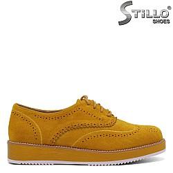 Жълти велурени обувки с връзки и перфорация - 34505