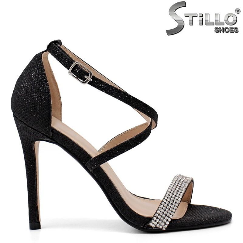 Елегантни черни сандали с камъчета на тънко токче - 34506