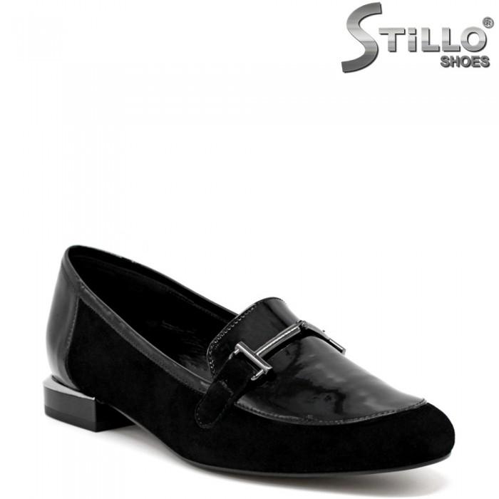 Обувки във велур и лак на ниско токче  - 34581