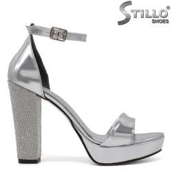 Сребърни сандали на дебел ток с камъчета - 34590