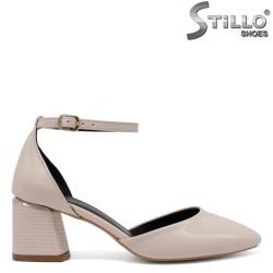 Отворени бежови обувки на среден ток - 34592