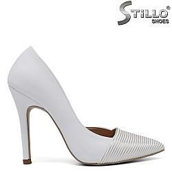 Бели асиметрични обувки на ток - 34602