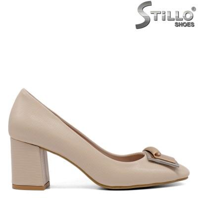 Елегантни обувки на среден ток в бежов цвят - 34605