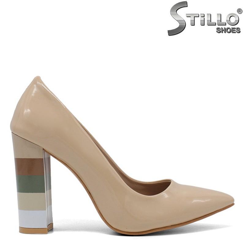 Лачени обувки в бежов цвят  - 34607