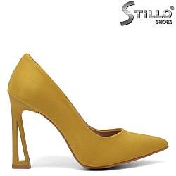 Елегантни обувки в цвят горчица - 34608