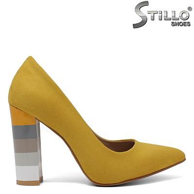 Жълти обувки с шарен ток - 34611