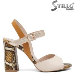 Елеганти сандали с облечен змийски ток - 34629
