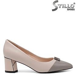Остри обувки в бежово- сив цвят - 34647