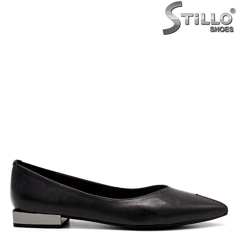 Остри обувки на нисък метален ток - 34652